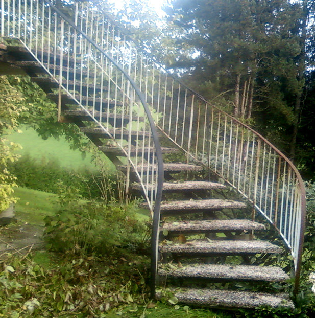Treppe vor der Sanierung